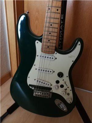 squier-midi-guitar-02
