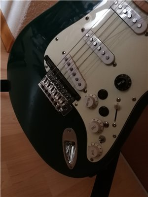 squier-midi-guitar-03