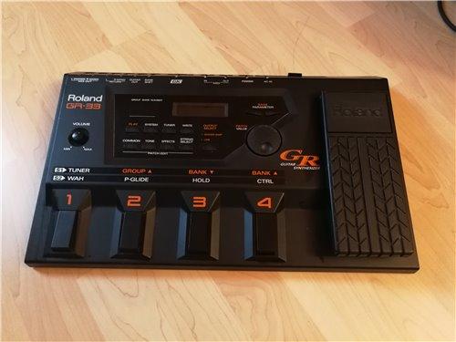 Roland GR-33 Sythesizer